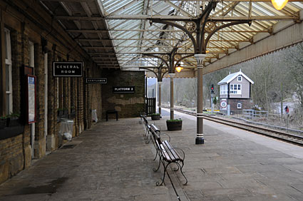 hebden-bridge-station-02